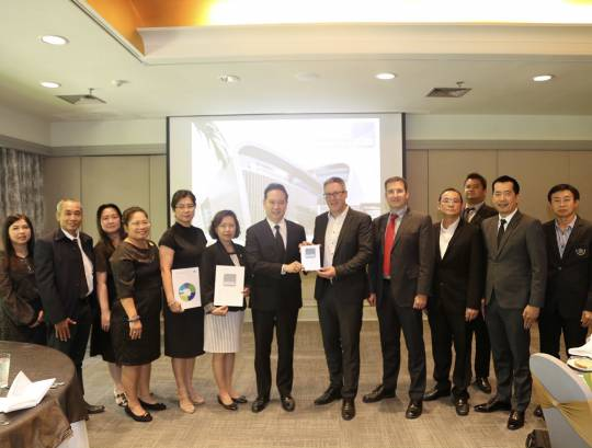 ํธพส. เข้ารับรางวัลและประกาศนียบัตรรับรองอาคารธนพิพัฒน์ มาตรฐานอาคารยั่งยืน ระดับ Platinum จาก DGNB
